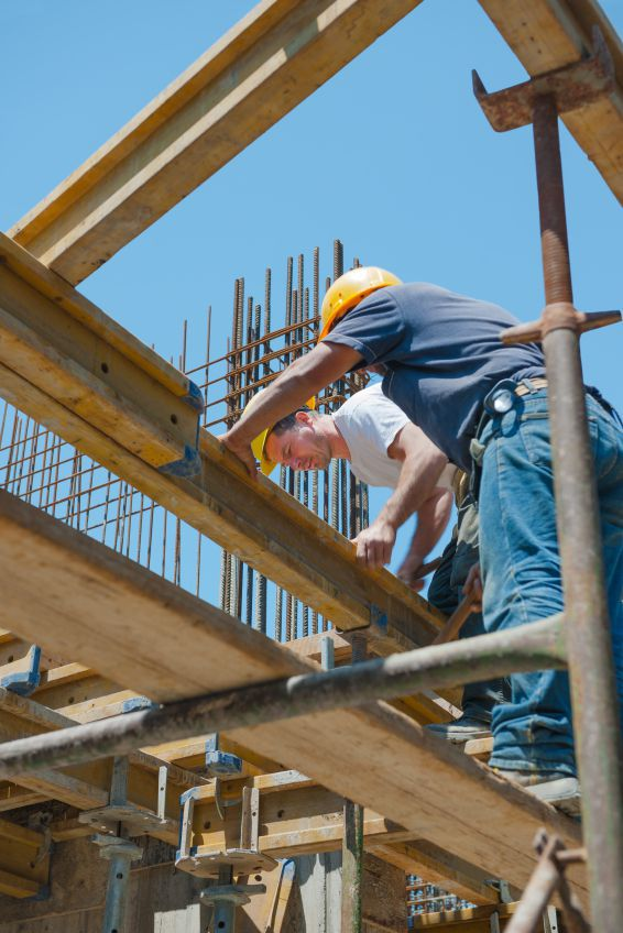 Falling objects from construction site can cause serious injuries, find out how to file a lawsuit and get compensation