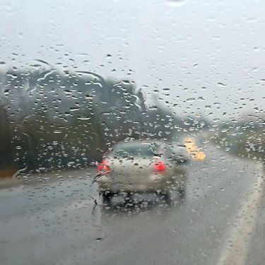 Rainy roads require drivers to be more careful not to cause a collision