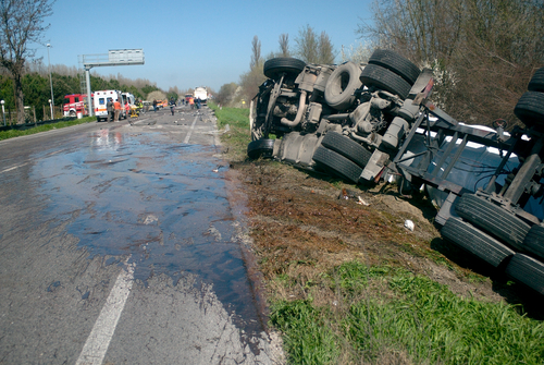 Trucking Accident Roll Over Tennessee