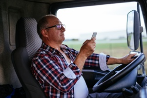 trucker texting and driving