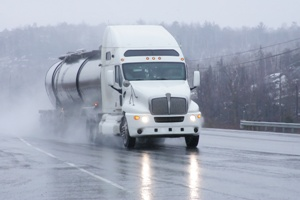 commercial-trucks-and-bad-weather