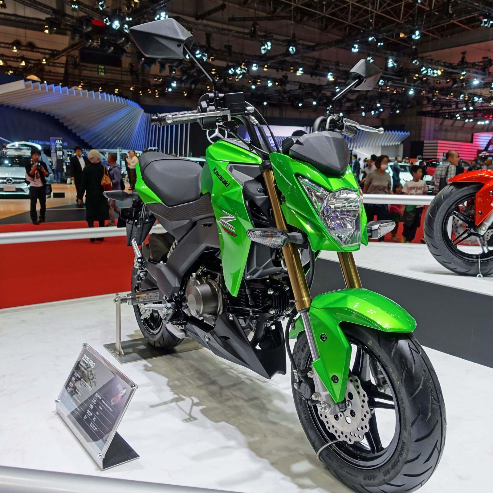 Green Kawasaki Z125 Pro motorycle