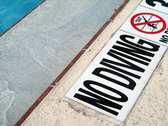 swimming pool no diving sign