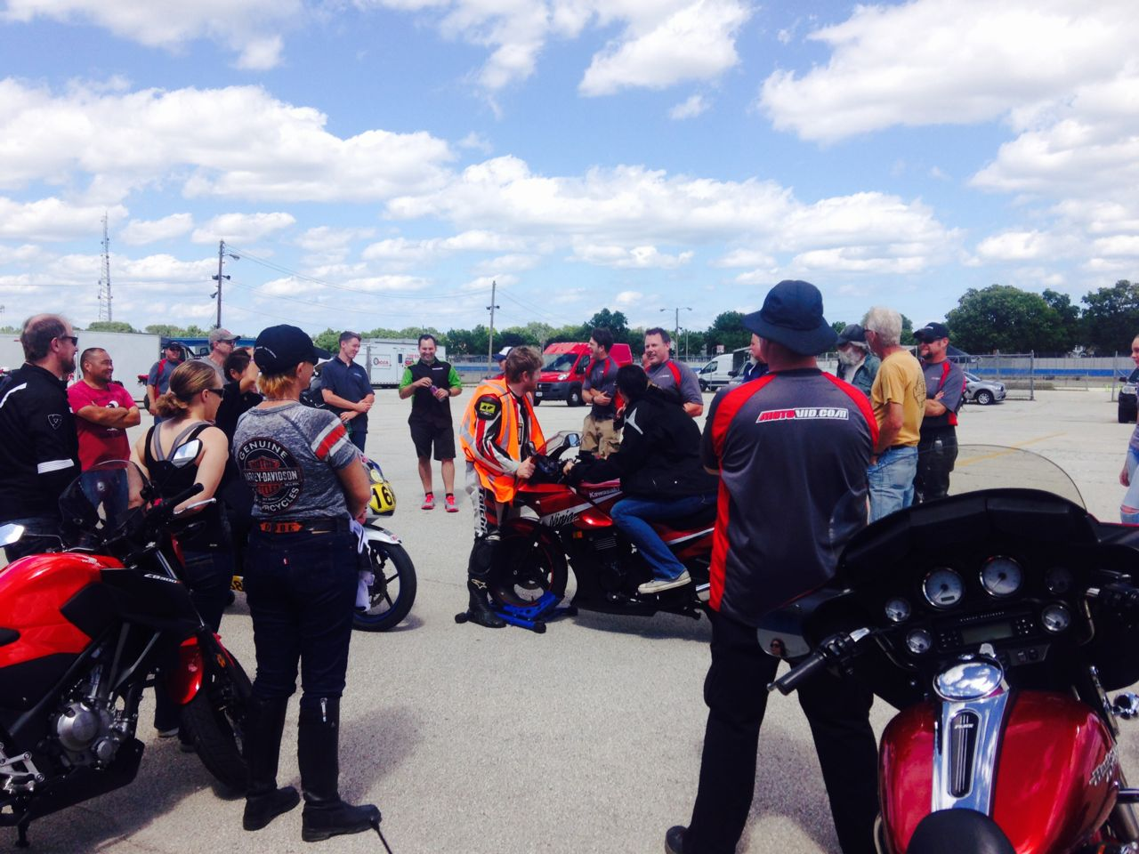 Mentor session at the Milwaukee Mile. Photo Source: Hupy and Abraham S.C.