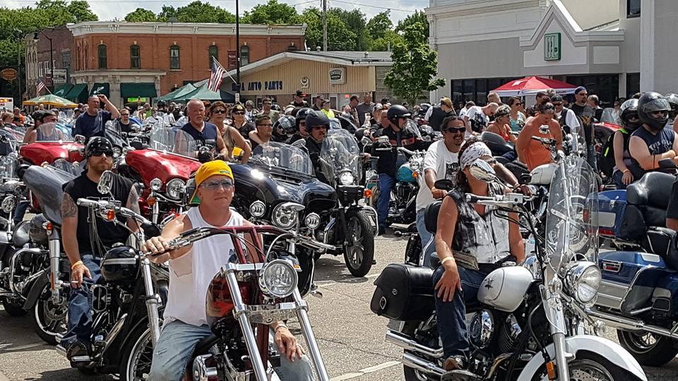 Dozens of riders on motorcycles at MDA Tub Run
