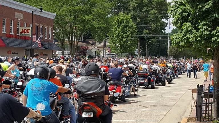 Long line of MDA Tub Run motorcycle riders