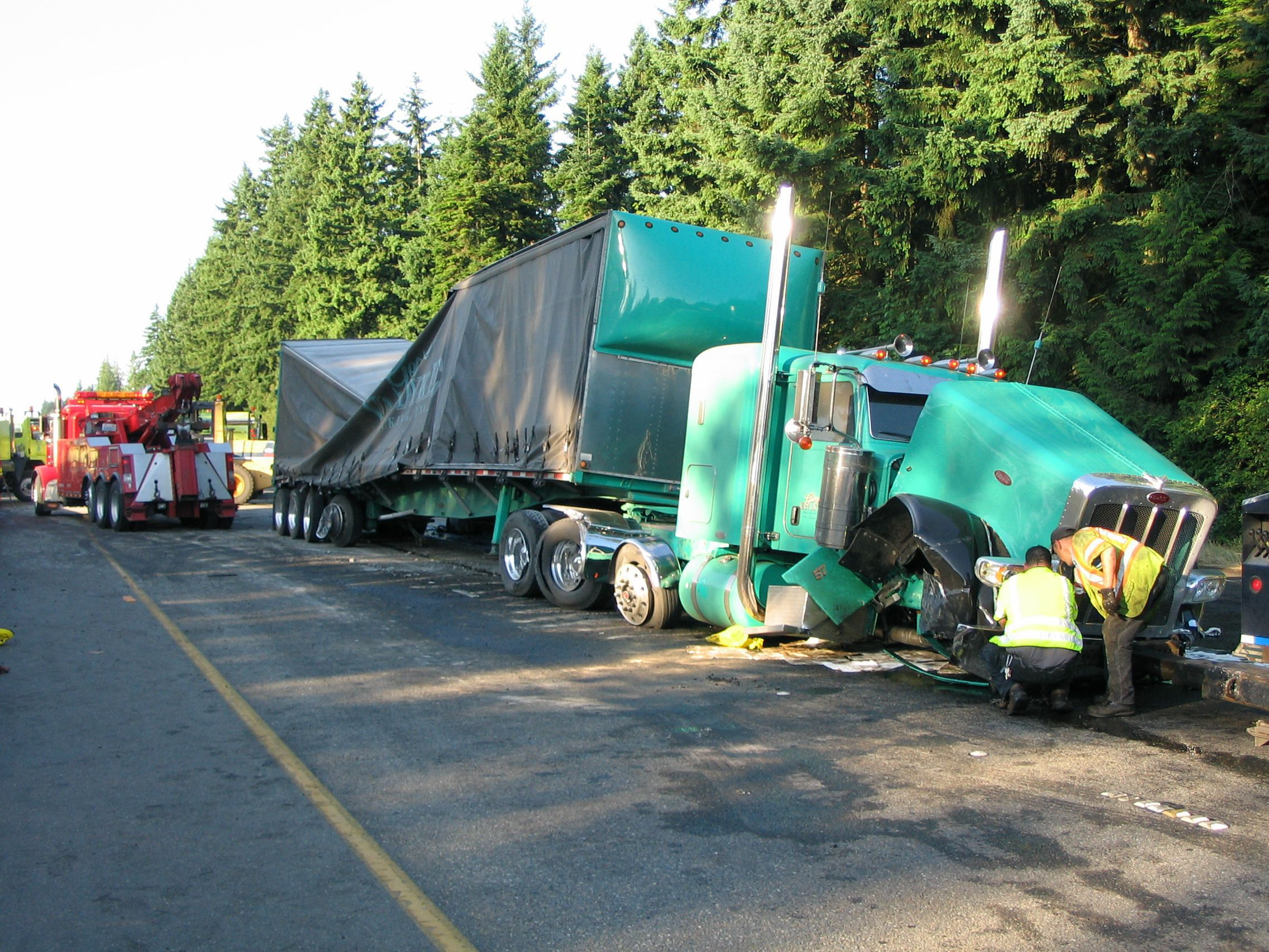 i-5 trucking accident spills gas