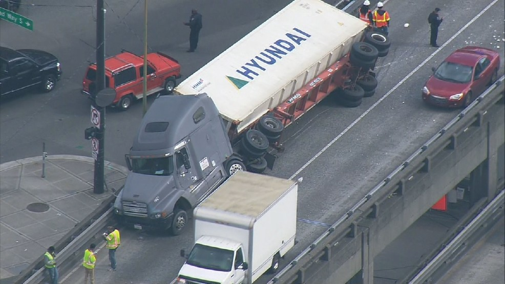 semi truck accident on viaduct