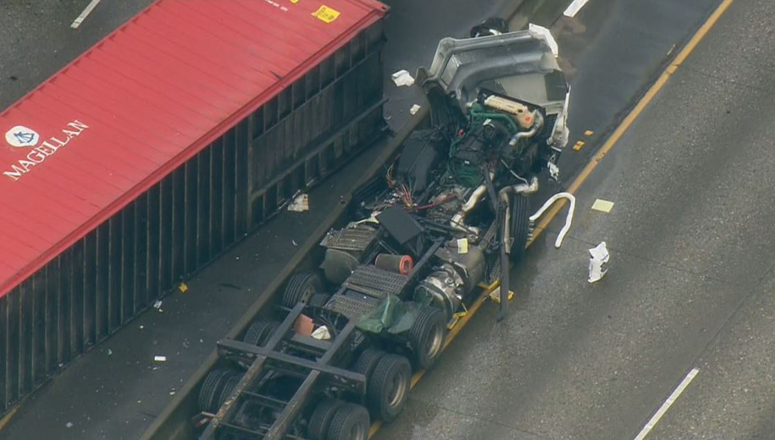 semi-truck crash tacoma
