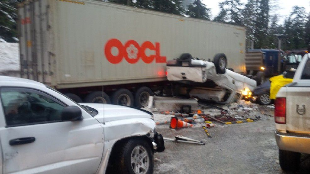 snoqualmie pass crash