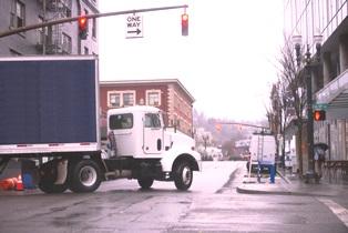 wide_turn_truck