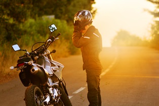 motorcyclist_on_roadside