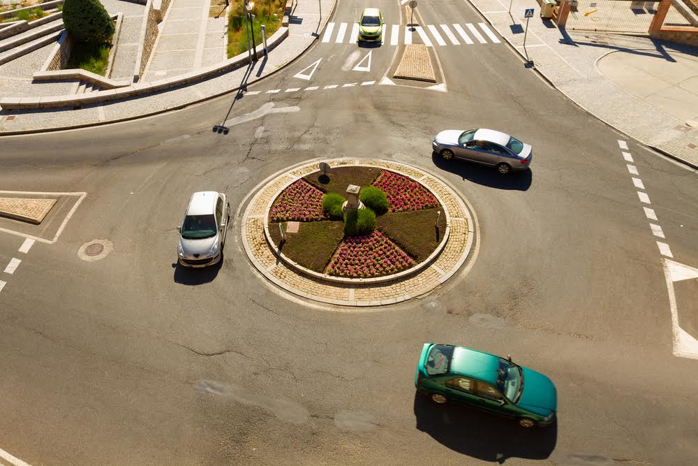 roundabout rules for cars