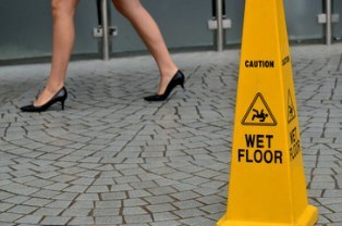 Comparative negligence in slip and falls