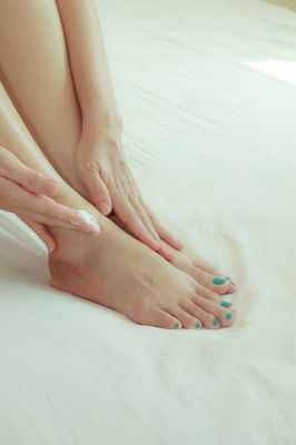 Moisturizing Feet to Treat Psoriasis