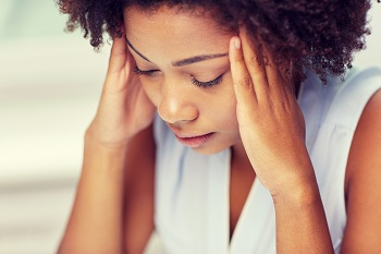 Women in pain experiencing Post-Concussion Syndrome after car accident