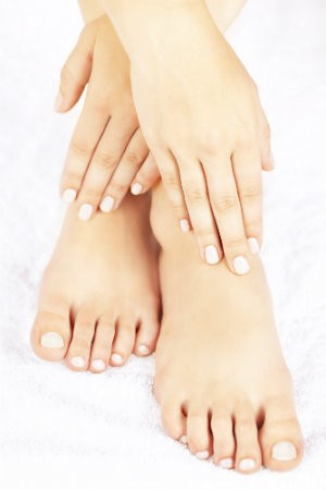 What causes toenails to yellow