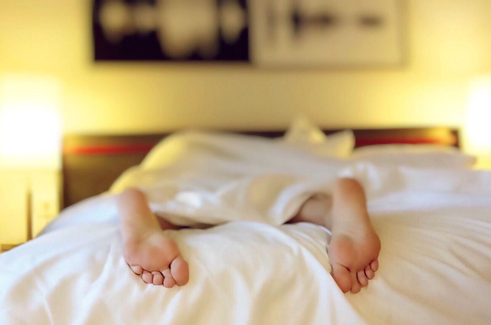 tired-feet-sleep