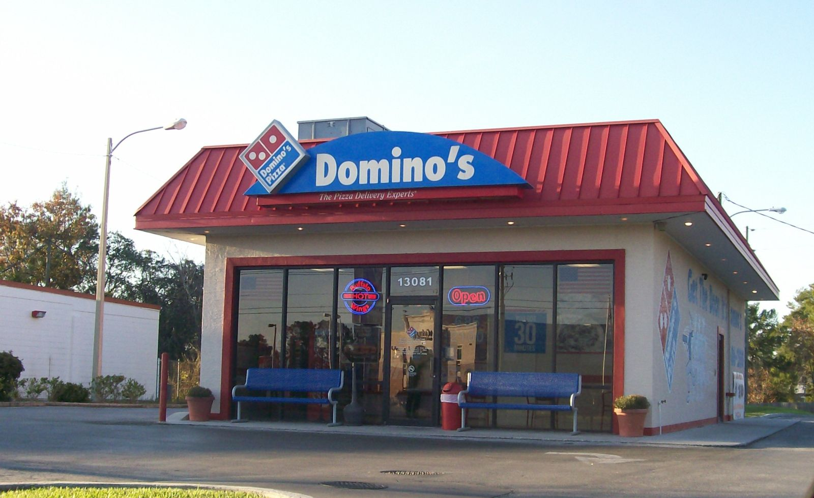 Domino's Pizza Driver Files Wage Violation Lawsuit in CA